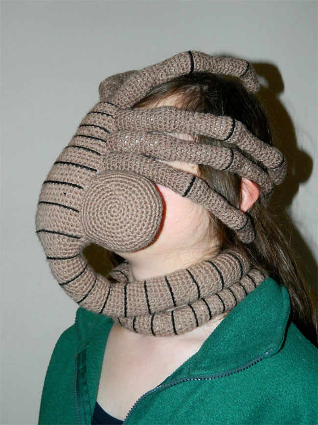 Knitted facehugger